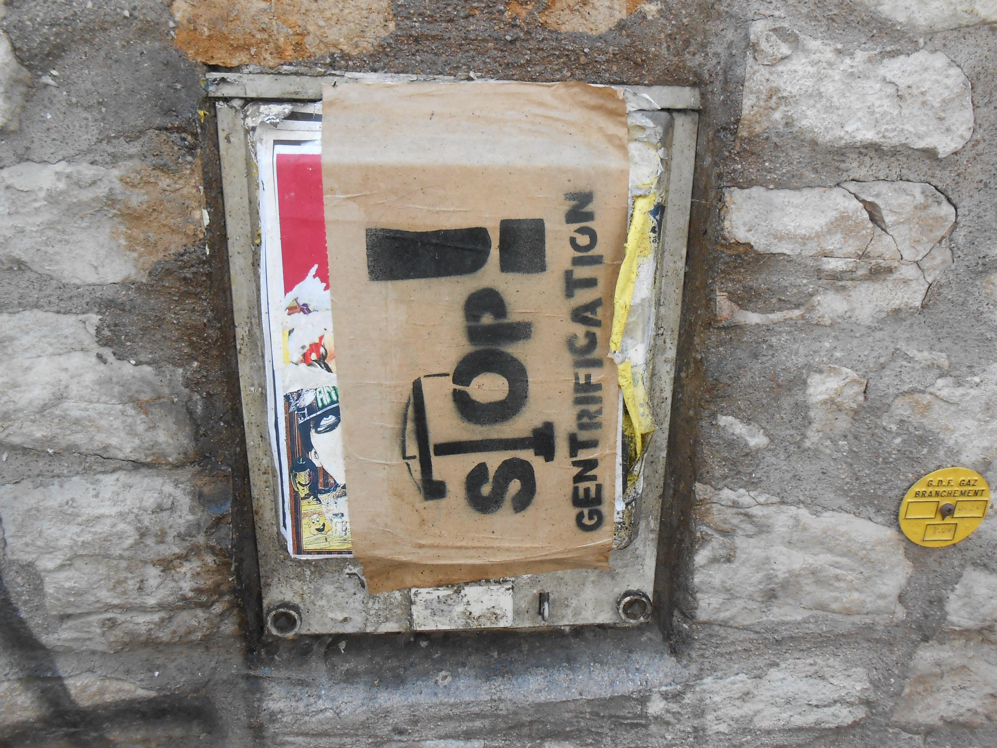 stop_gentrification_collage_besancon_juin2014