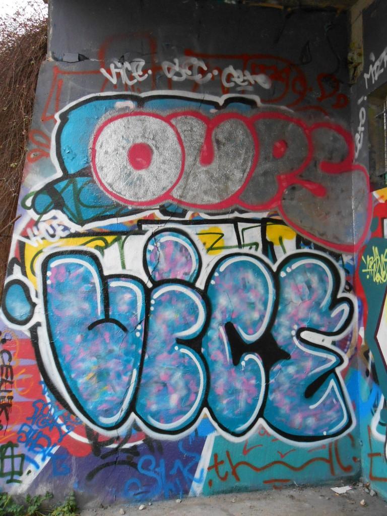 Oups, Vice - graffiti - Besak 02.20156